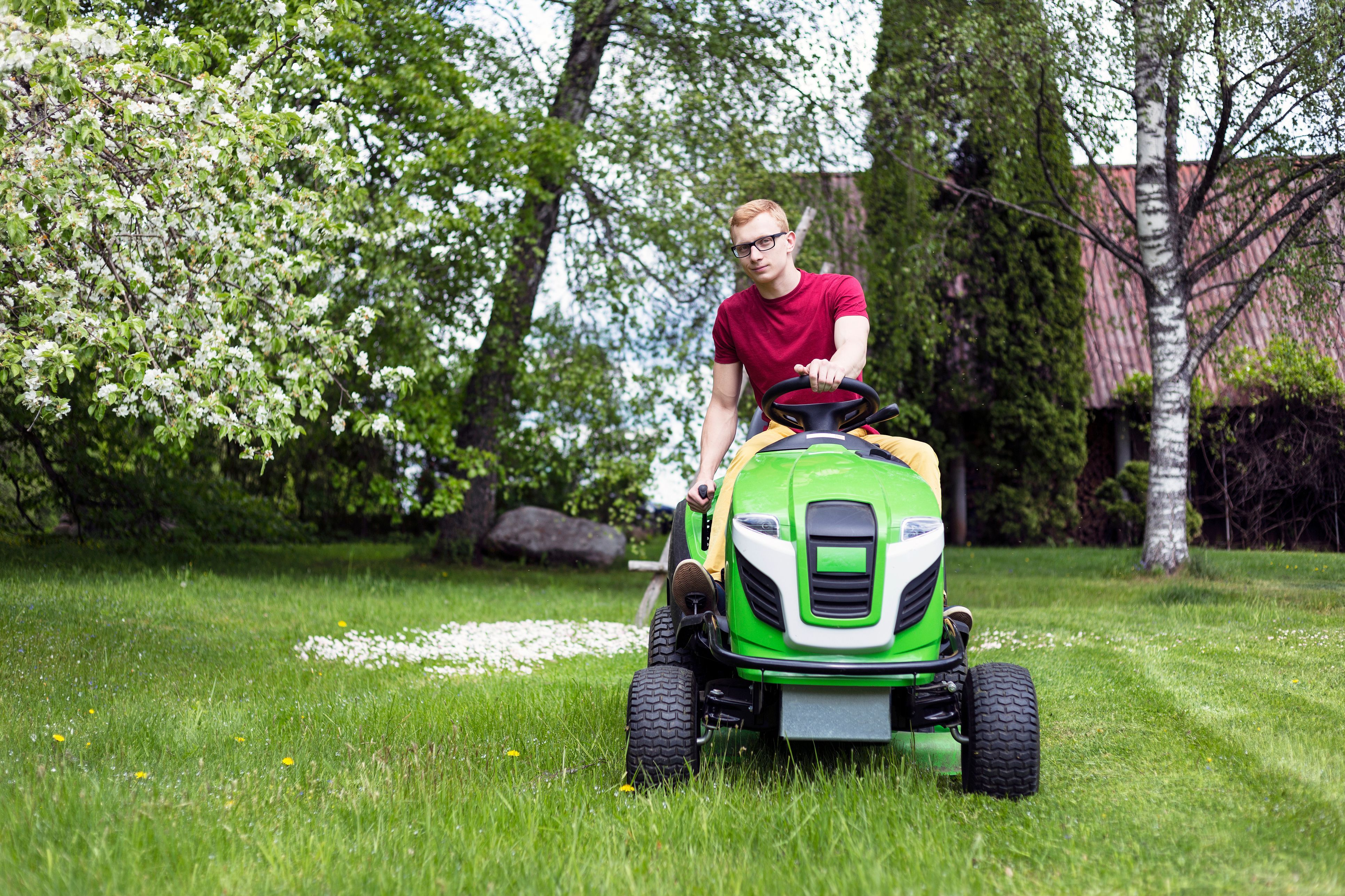 The 8 Best Riding Lawn Mowers Of 2020 Best Riding Lawn Mower Riding Lawn Mowers Best Lawn Tractor