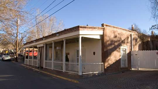 Borrego House Santa Fe New Mexico Early 1800 S With Later Additions Territorial Example Flat Roofed Parapet S Colonial House Colonial Style Spanish Colonial