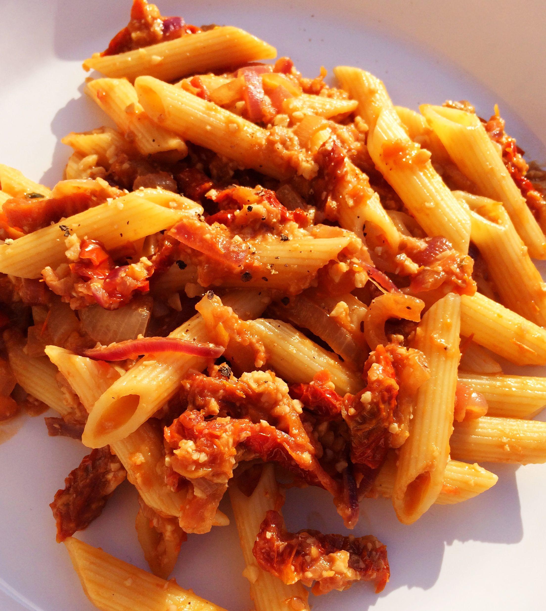 penne con salsa de tomates secos