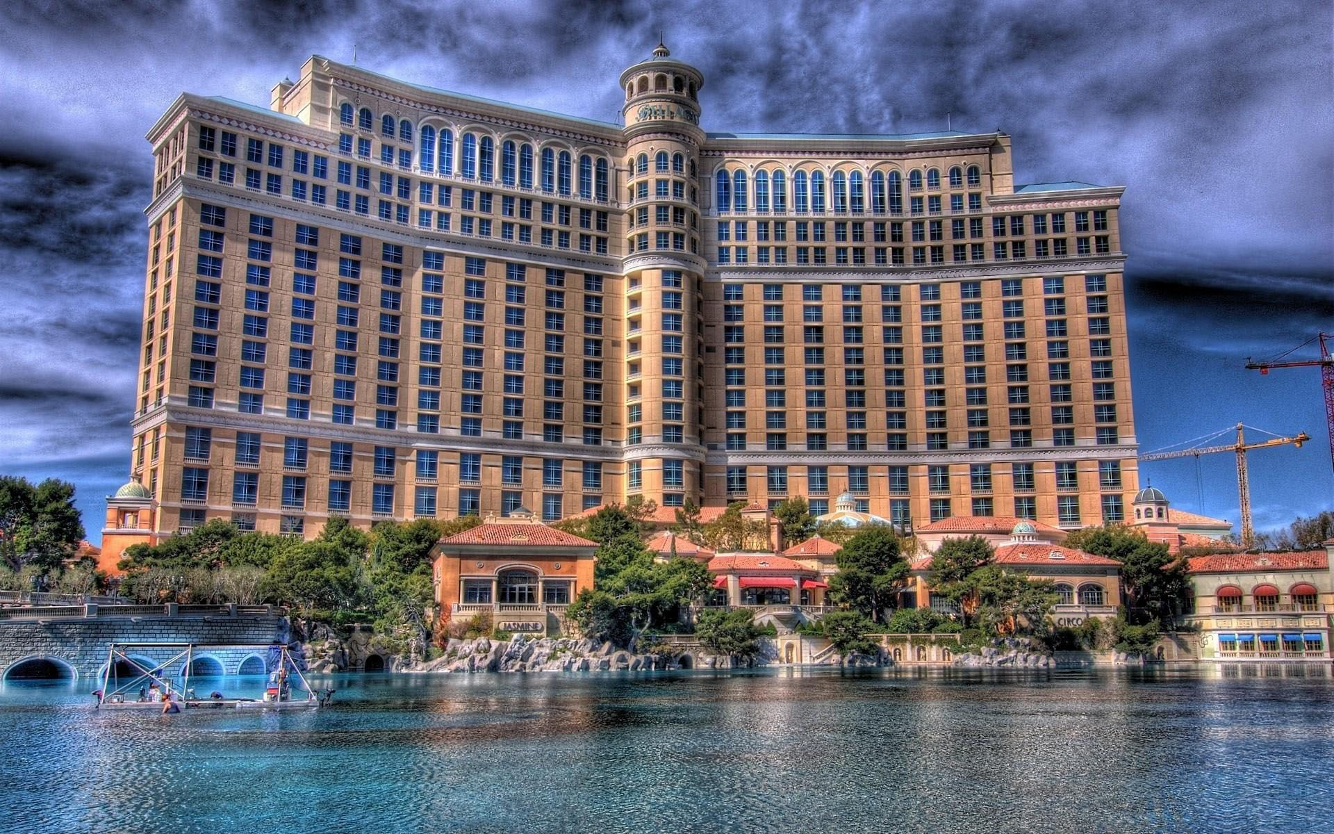 Bellagio las vegas las vegas bellagio hotel hd for Best hotel wallpaper