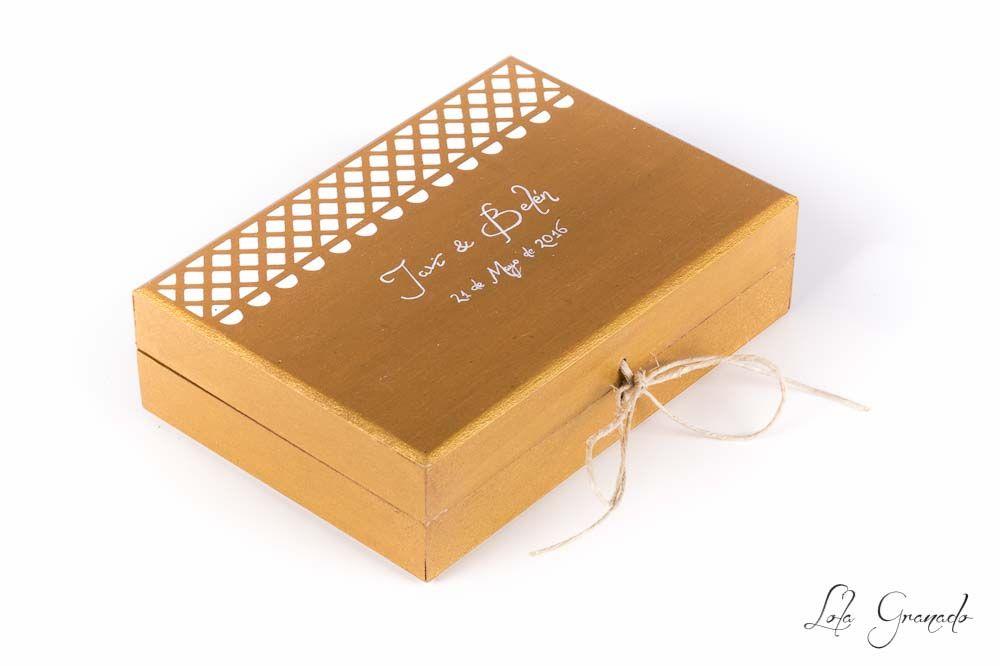 #Caja #arras para #boda, pintada a mano. Javi y Belén. www.lolagranado.com
