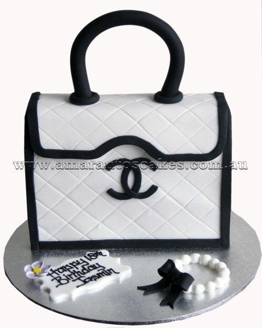 de5ba561dfb4 Chanel black and white handbag cakes | Chanel Cakes, Chanel Boxes ...