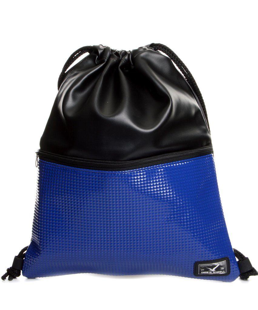 85eec527a2af Egy rekeszes, tornazsák stílusú műbőr táska, elején húzózáras zsebbel.