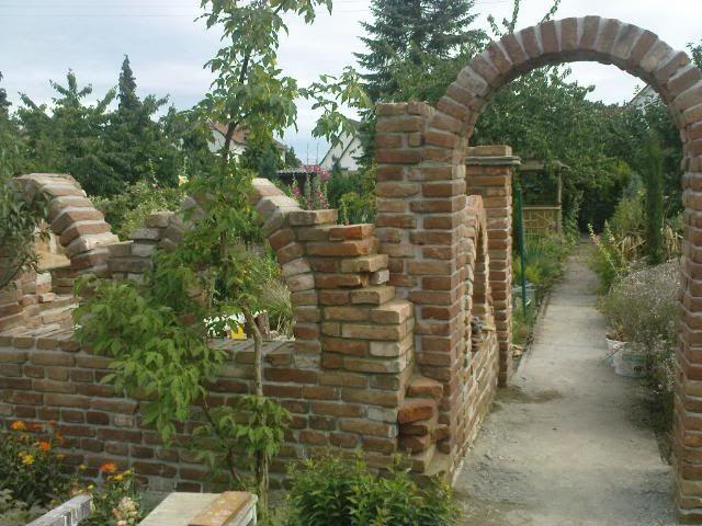 Projekt Ziegelsteine Ruine im Garten Pinterest Ziegelsteine - ruinenmauer im garten