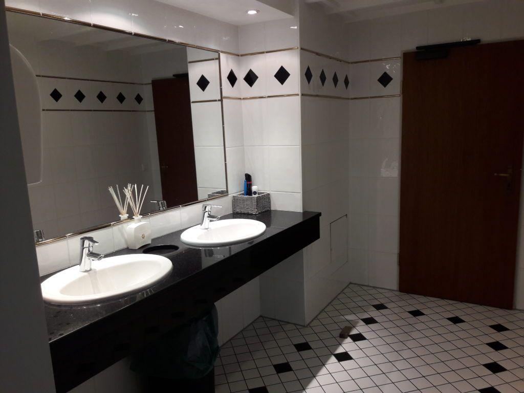 Die 16 Besten Bilder Von Moderne Damentoilette In 2017 | Bathroom, Bathroom  Remodeling Und Bathroom Renos