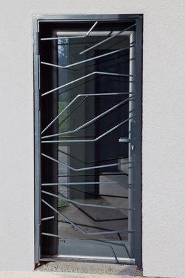 grille de d fense sur mesure avec ligne al atoire dans la finesse et la discr tion r flexion. Black Bedroom Furniture Sets. Home Design Ideas