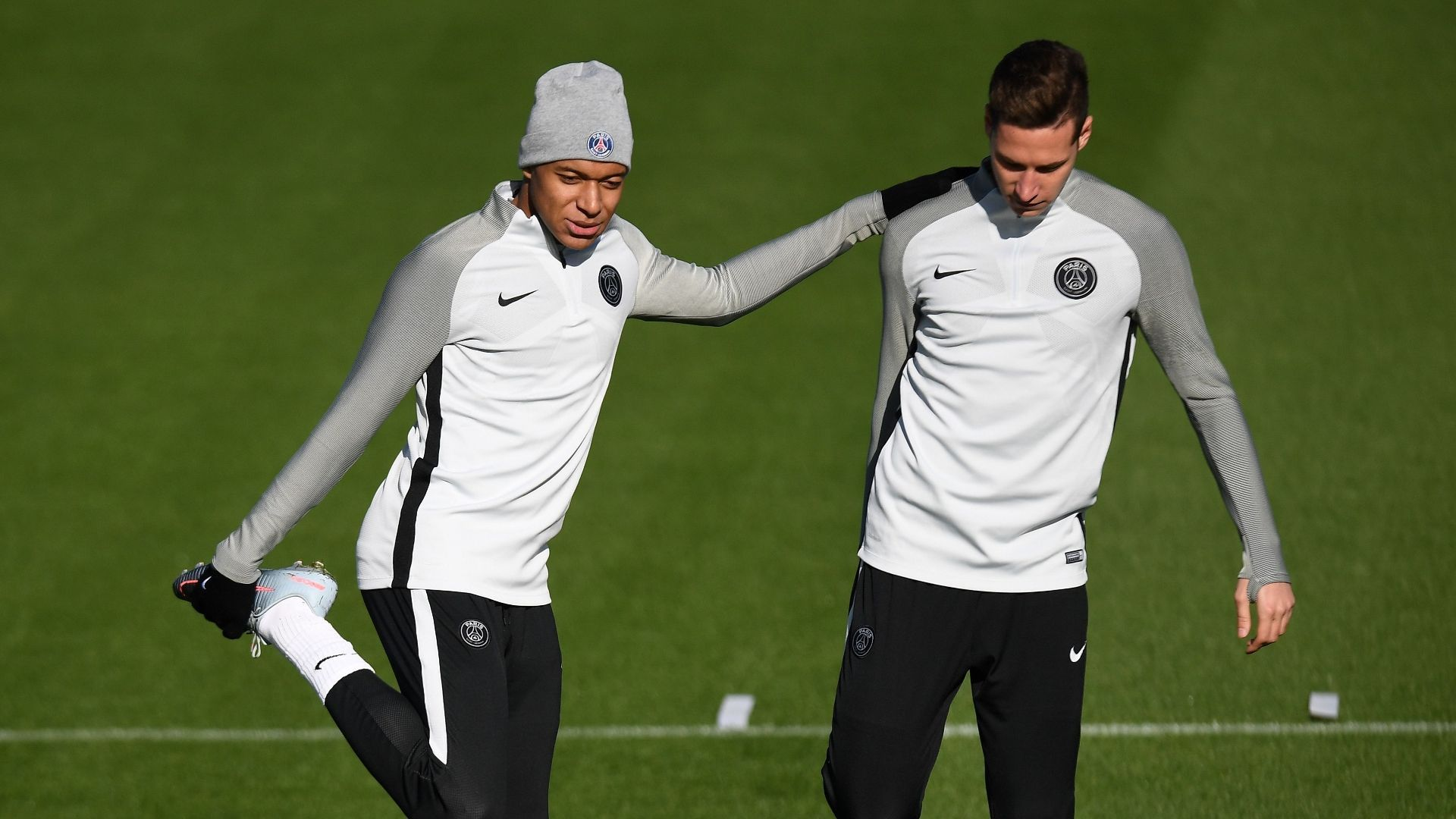 Draxler Curious To See Germany Defend Mbappe Julian Draxler Defender Football Players