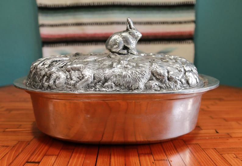 Heavy roaster pan baking pan with rabbit bunny carved