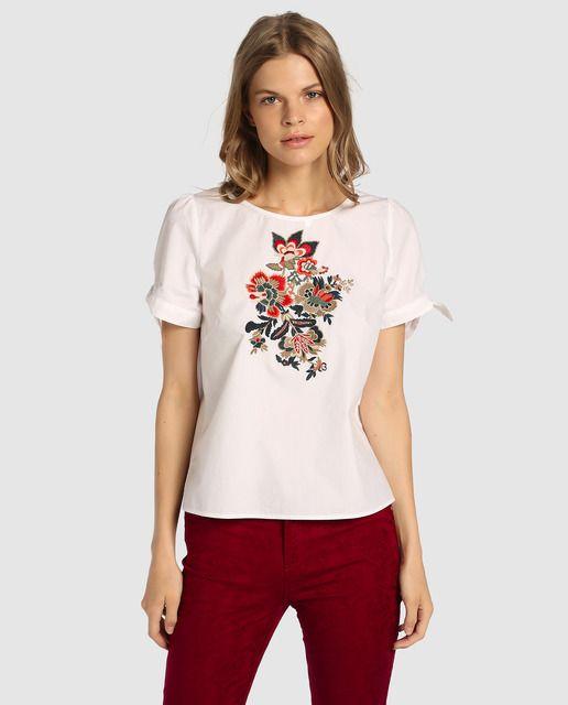 3566772d44e Blusa de mujer Tintoretto con bordado y lazos