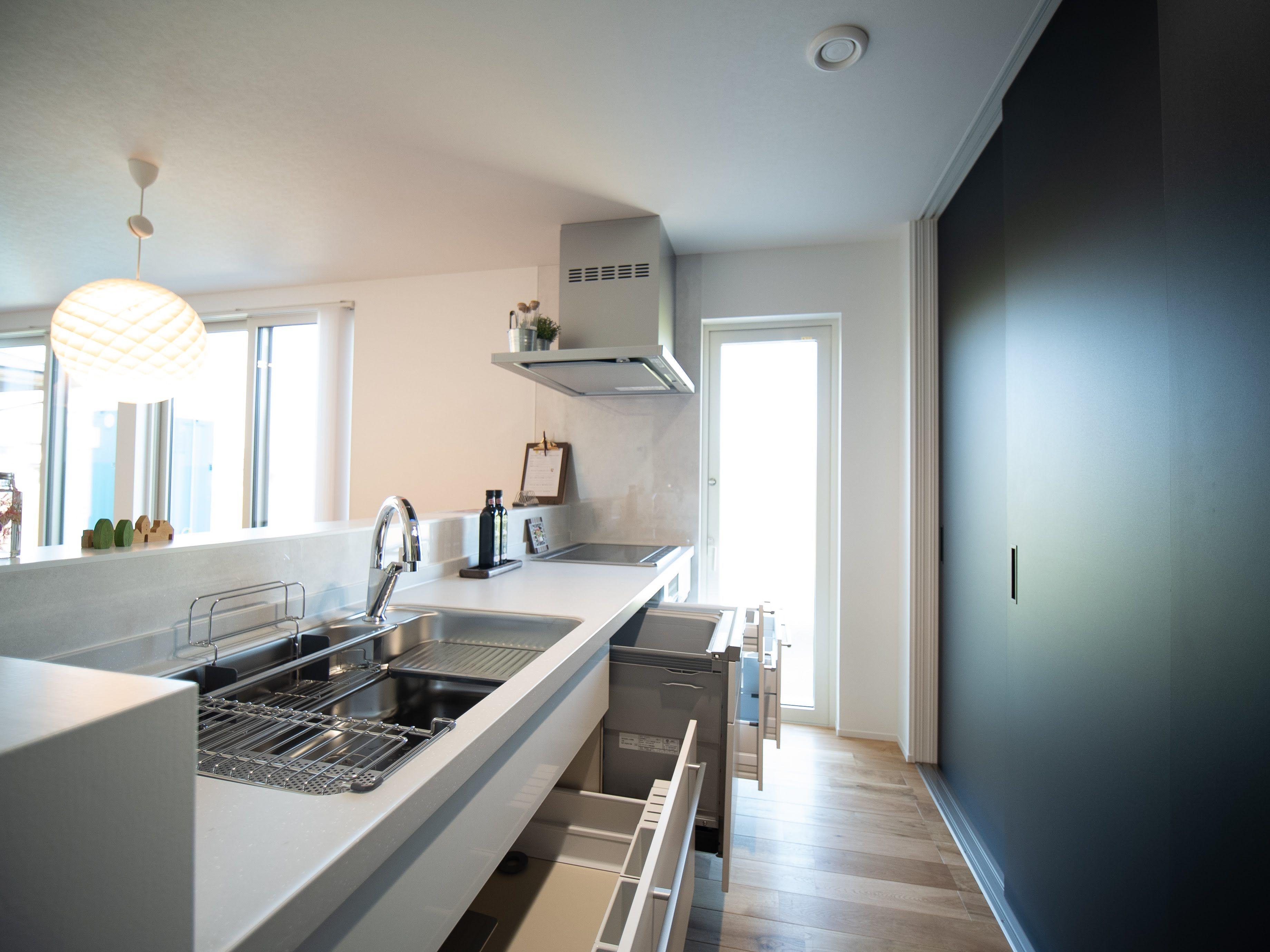あなたにぴったりの住宅会社 注文住宅を 写真 でさがす 家事楽なシンプルモダンなキッチンがあるおしゃれな住まい 2020 キッチン シンプルモダンな家 注文住宅