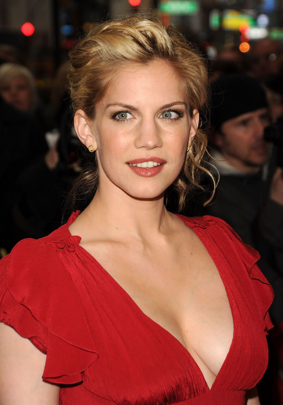 Anna Chlumsky Anna Chlumskys Photos Anna Chlumsky In Red