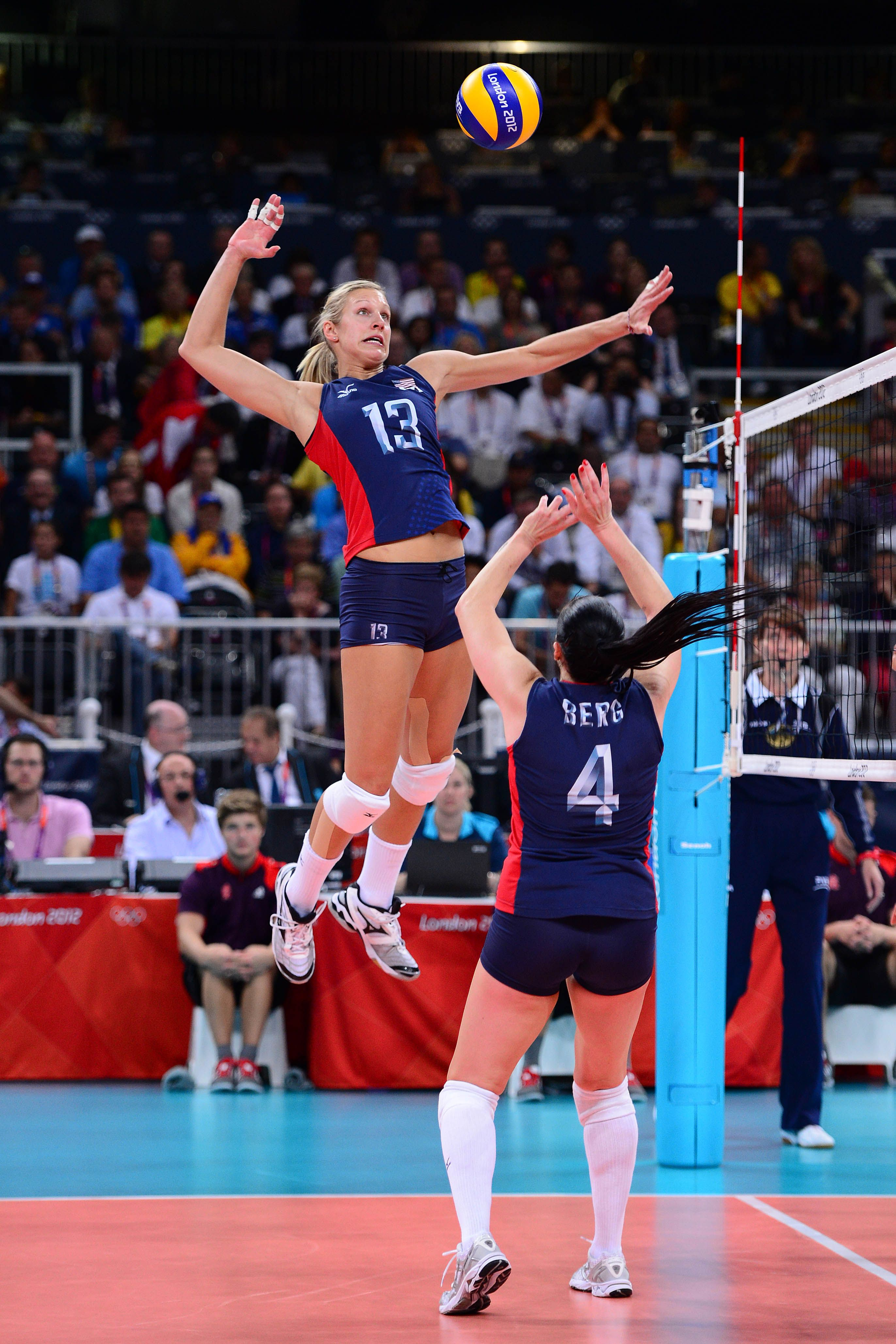 Man Do I Miss Playing Volleyball And Having A Vertical Like That Wow Professional Volleyball Volleyball Photography Usa Volleyball