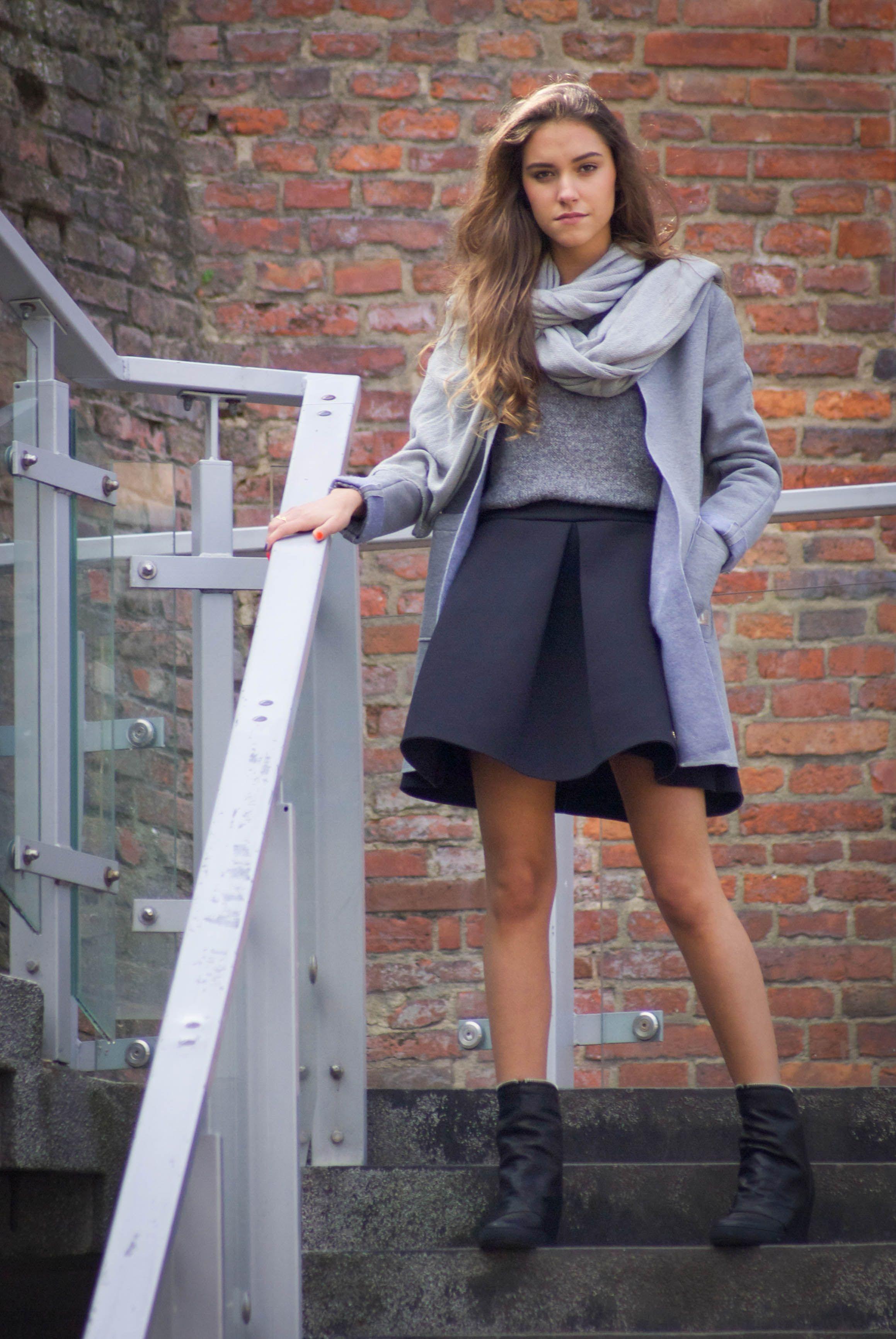 Idealna Stylizacja Na Jesien Czarna Spodnica O La La Z Pianki Szary Sweter Lekki Plaszcz I Miekki Szary Szalik Wszystko Znajdziesz Outfits Fashion Style