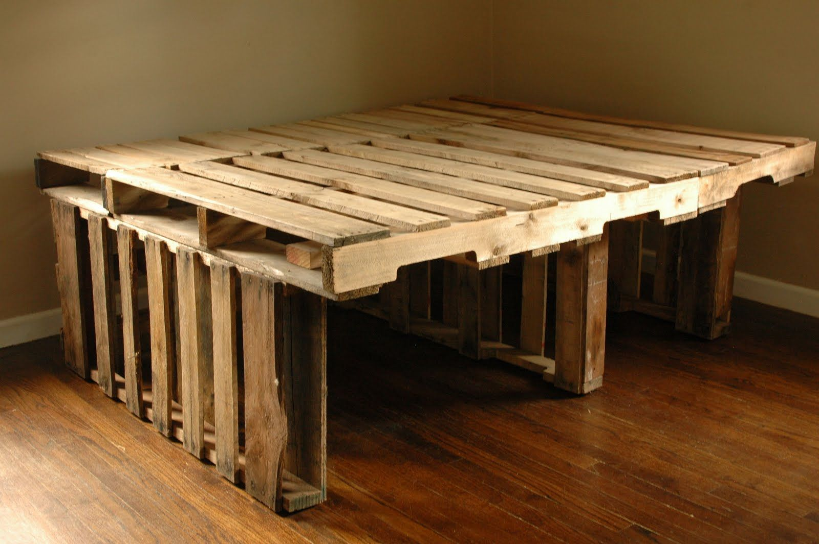 Pallet beds on pinterest pallet beds pallet bed for Pallet platform bed with storage
