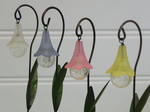 UNE fée jardin fleur lanterne avec lueur dans la miniature ...