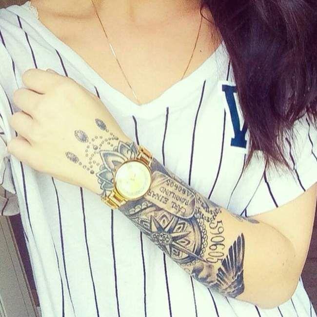 tatouage femme bras boussole et plaque militaire | tatouage femme