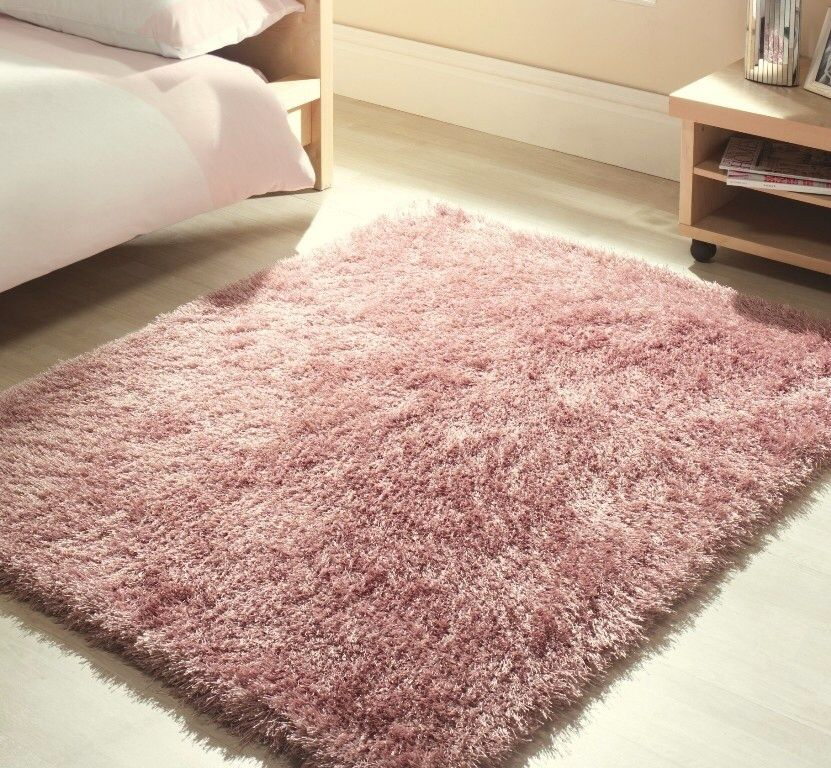 pink fluffy rug bedroom A nice soft pink fluffy rug, good for adding texture From