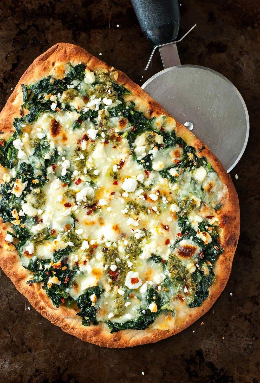Cheese Pesto Spinach Flatbread Pizza Recipe - Peas and Crayons#cheeseThree Cheese Pesto Spinach Fla
