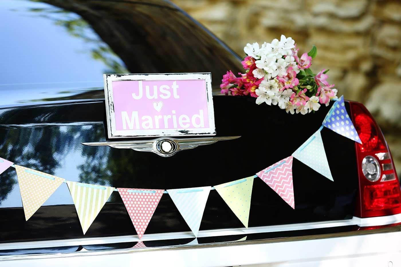 Deko Hochzeitsauto Bildergalerie Mit Inspirationen Anregungen Autoschmuck Hochzeit Hochzeit Auto Namensanderung Hochzeit