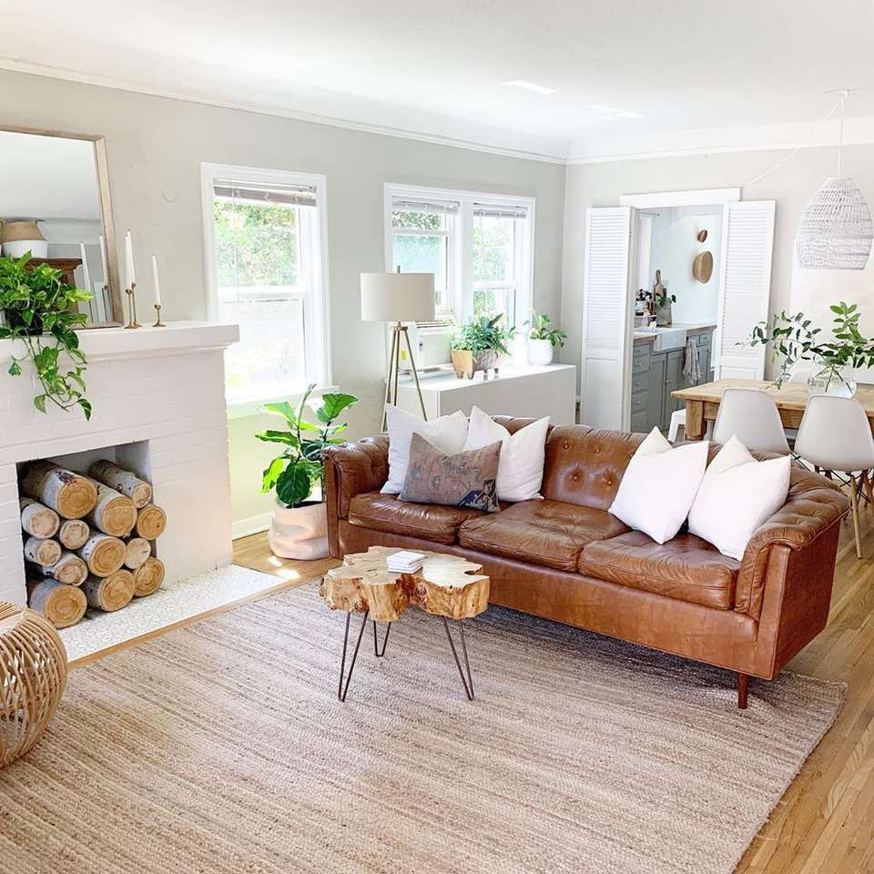 14 Brown Living Rooms That Prove It's a Pretty Hue ,  #Brown #eclectichomedecorcozyliving #Hue #Living #Pretty #Prove #rooms