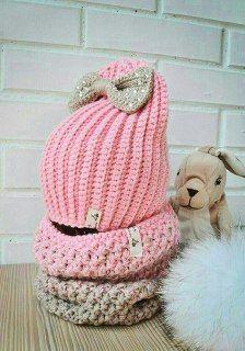 Милая розовая шапка с бантом (шапка-уточка)