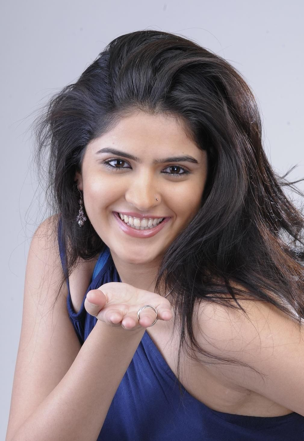 deeksha seth hot modern pics | latest telugu movie wallpapers and