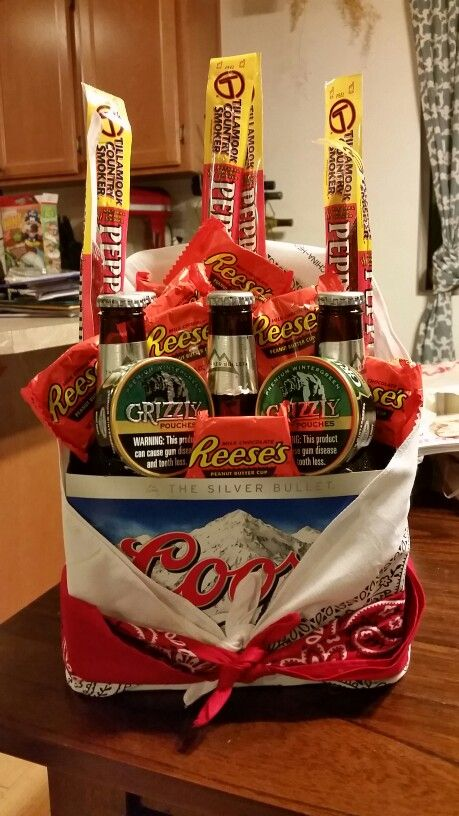 Redneck man bouquet for valentine 39 s day shit i need to for Homemade christmas gift baskets for couples