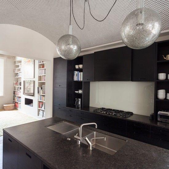 schwarzer stein schenkt auch k chen das besondere etwas. Black Bedroom Furniture Sets. Home Design Ideas