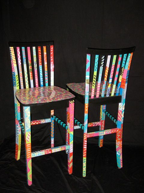 KayHarrellArt - LOVE THESE PAINTED BAR STOOLS - in another picture she has the bar table & chairs set up outside by the pool & it looked great! :D