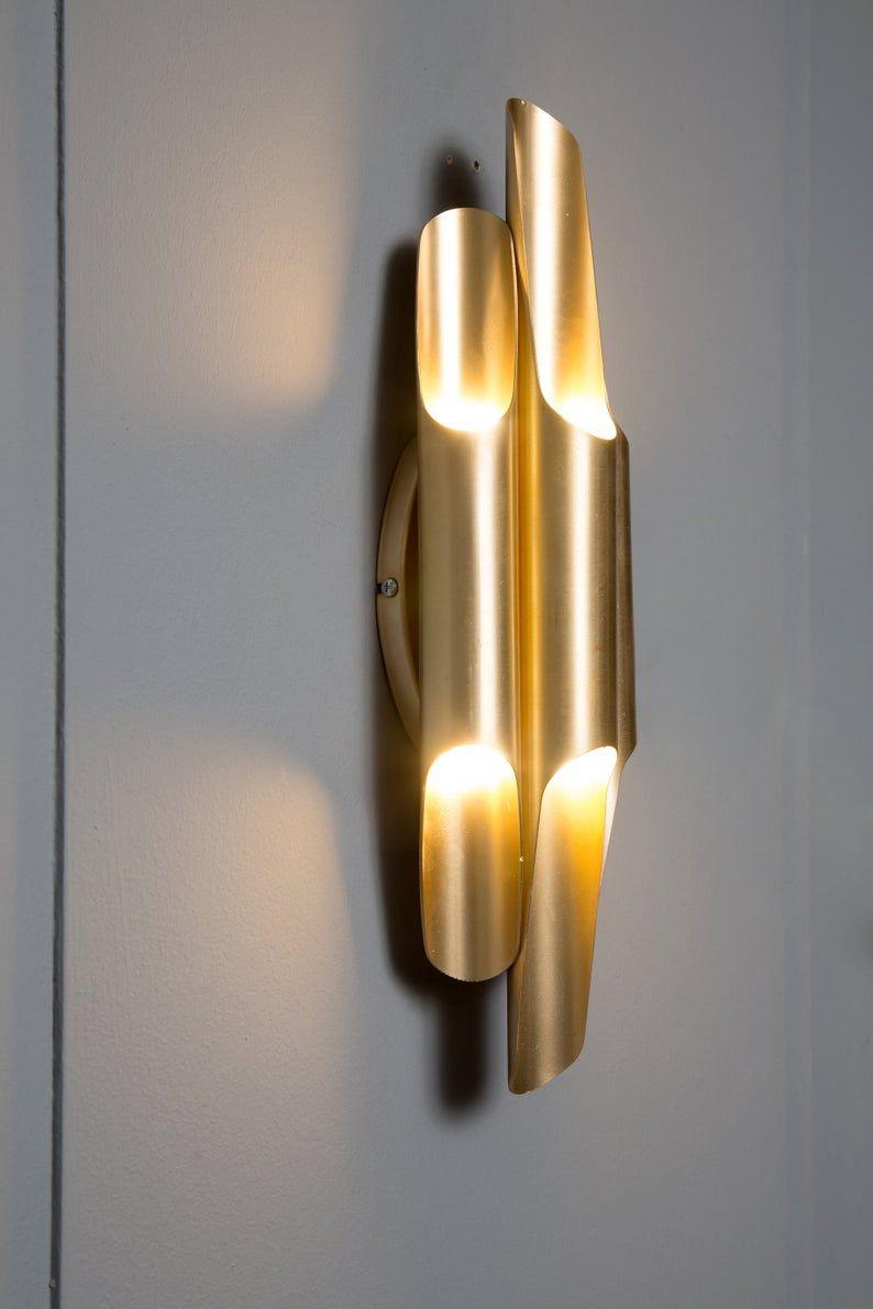 Brutalist Gouden Mat Brass Wall Sconce Globe Sconce Minimale Etsy In 2020 Wall Sconces Brass Wall Sconce Wall Lights