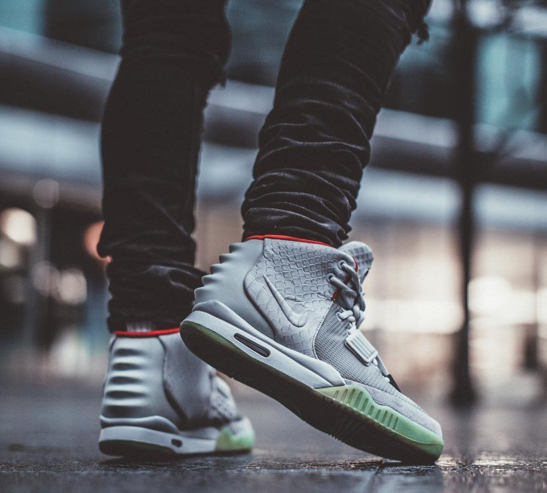 Nike Air Yeezy 2 Pure Platinum Sneakers Men Fashion Sneaker Posters Sneaker Boots