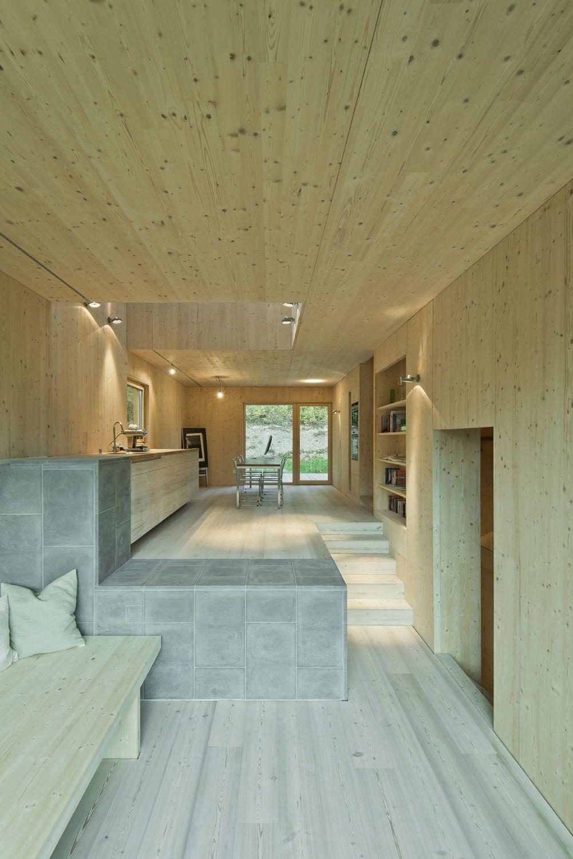 Holz am Hang - Wohnhaus bei Salzburg von LP Architektur | Alpen