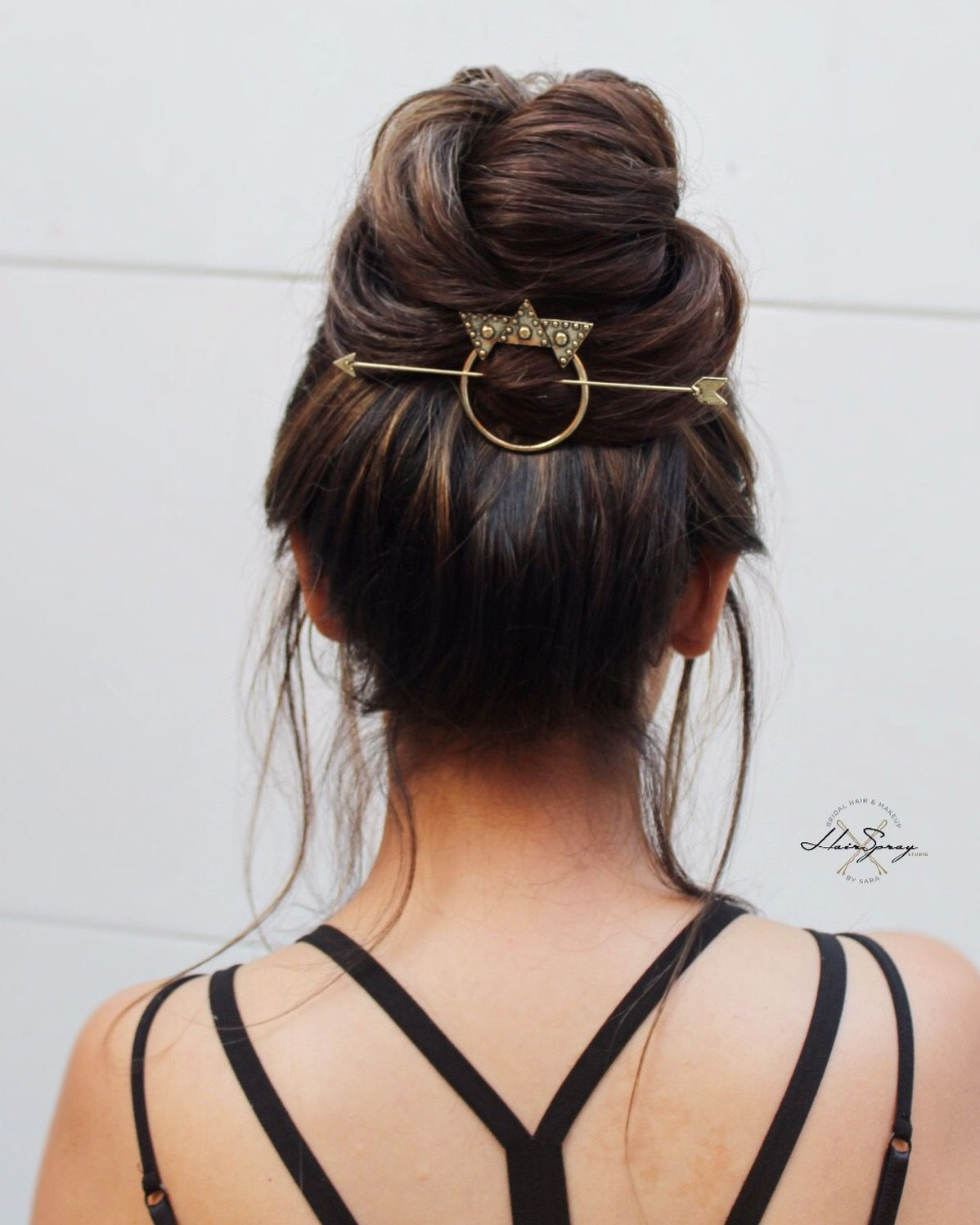 Super cute top knot. Natural hairstyles. Casual in 2020   Diy hairstyles, Hair styles, Wedding ...