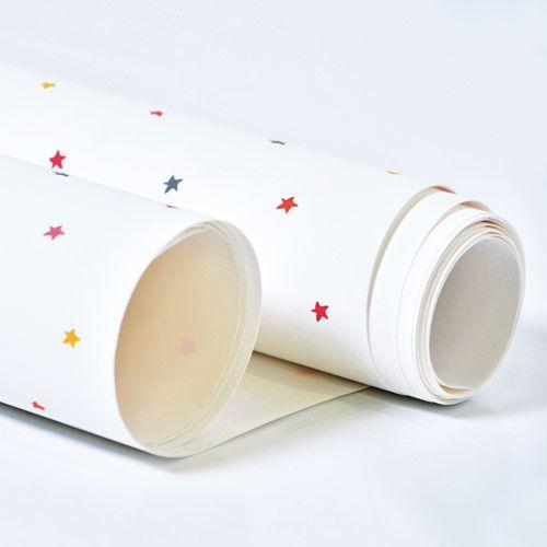 Papier peint enfant étoiles multicolores Hello Stars Laetitia Ho