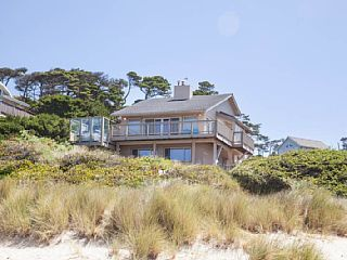 Oceanfront W Private Beach Access And Hot Tub Oceanfront Hot Tub House Styles