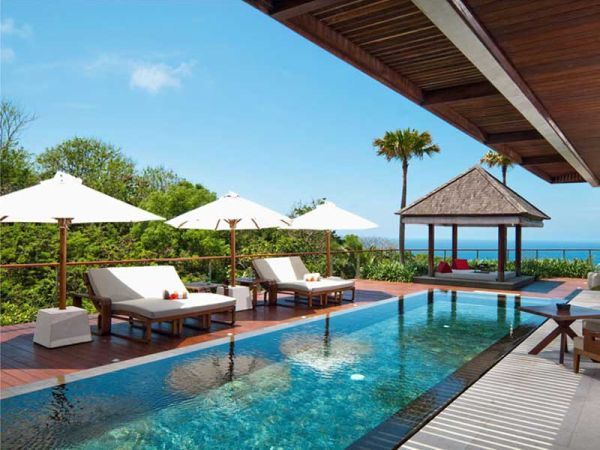 Inspiring Heavenly Resorts In Bali Island: Refreshing Pool At The Edge