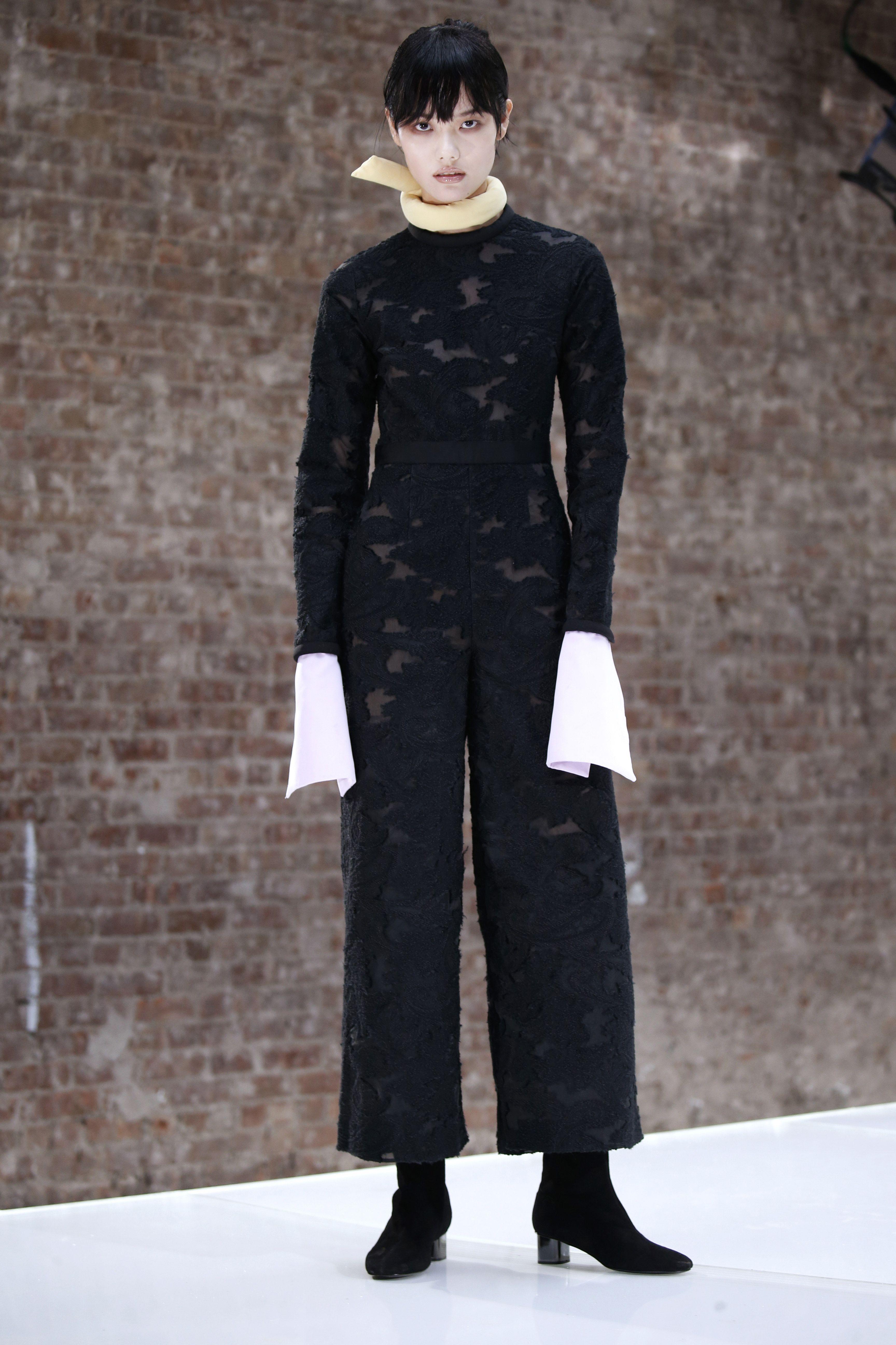 Self-Portrait Fall 2016 Ready-to-Wear Fashion Show - FW16 NEW YORK FASHION WEEK