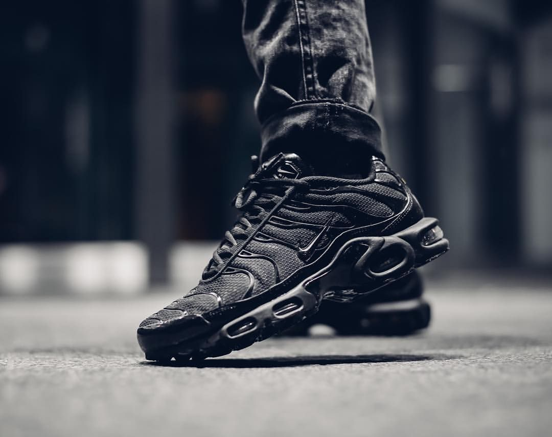 0106a0b54e3 ... best price nike air max plus triple black a39e9 ed6cc