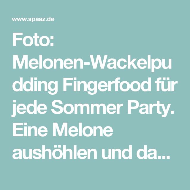 Foto: Melonen-Wackelpudding Fingerfood für jede Sommer Party. Eine Melone aushöhlen und dann mit Wackelpudding Mischung füllen. In den Kühlschrank und härten lassen. Dann in Scheiben scheiden und guten appetit. Veröffentlicht von Weltenbummler auf Spaaz.de