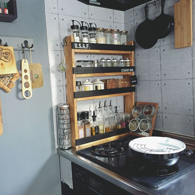 小さなキッチンでもおしゃれに 調味料棚 の作り方 小さなキッチン キッチンアイデア キッチンのデコレーション