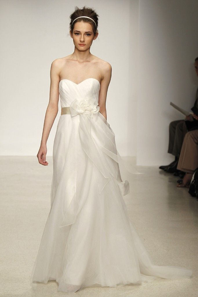 13 Gorgeous Gowns For Classic Romantic Brides