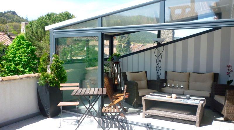 Aménagement de combles et terrasse tropézienne rapport intérieur extérieur véranda jardin d