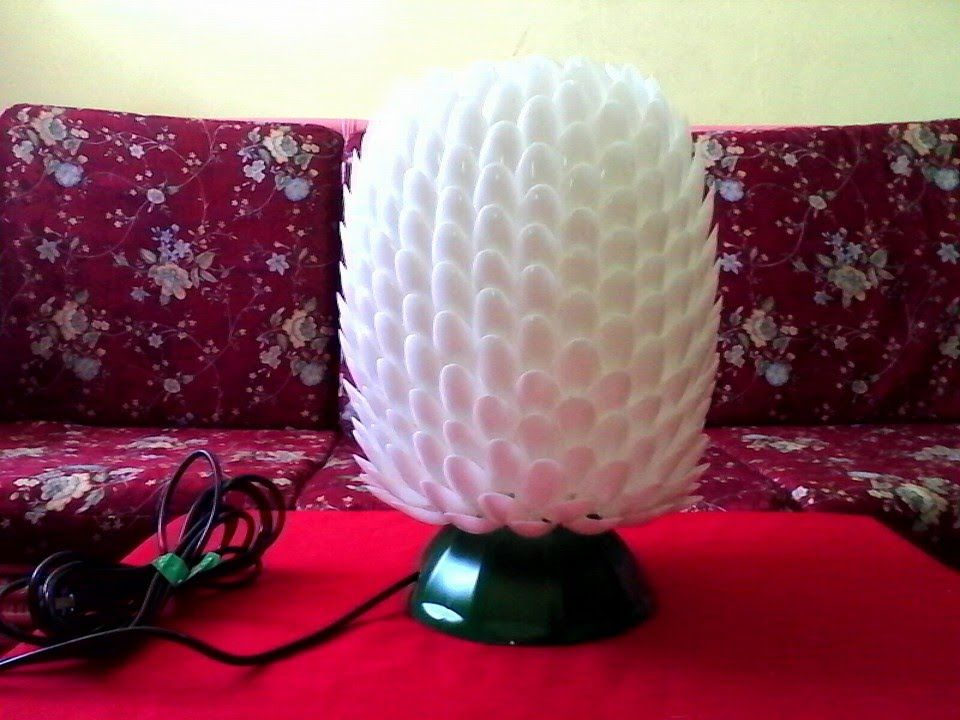 Diy 7 lampshade made of recycled plastic spoons bottle for Diy recycled plastic bottles