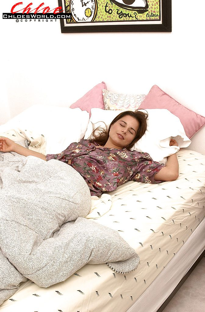 Тетя спит картинки трахает длинными