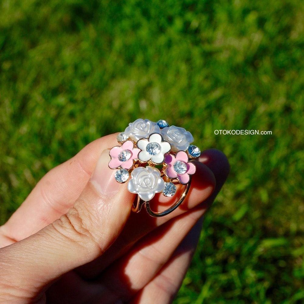 abe98d25419e Купить Брошь зажим для платка букет белых и розовых цветов в интернет  магазине бижутерии, аксессуаров