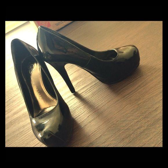 Black patent heels Black patent heels. Almond toe style Sofia vergara Shoes Heels