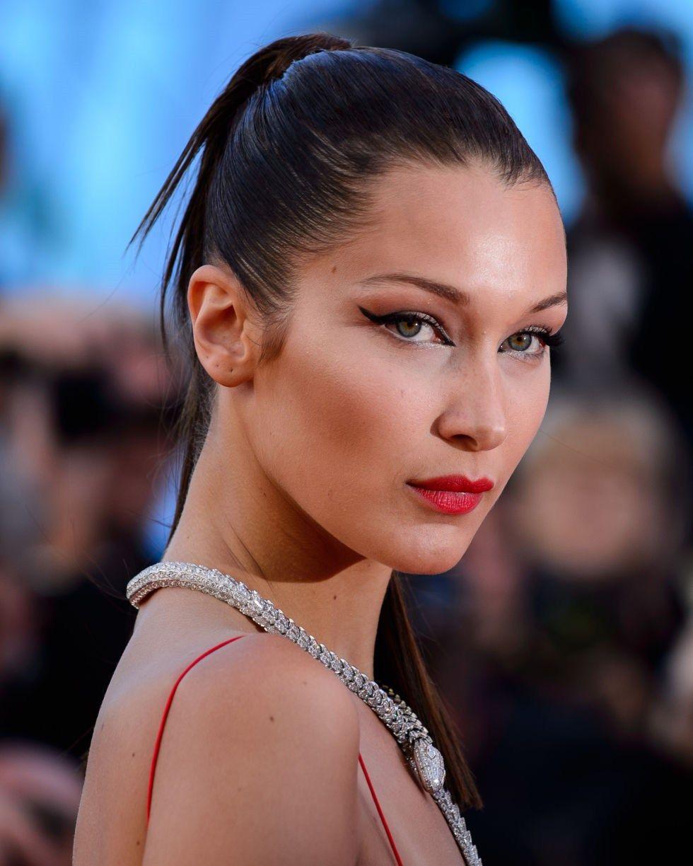 Bella Hadid eyeliner delineador