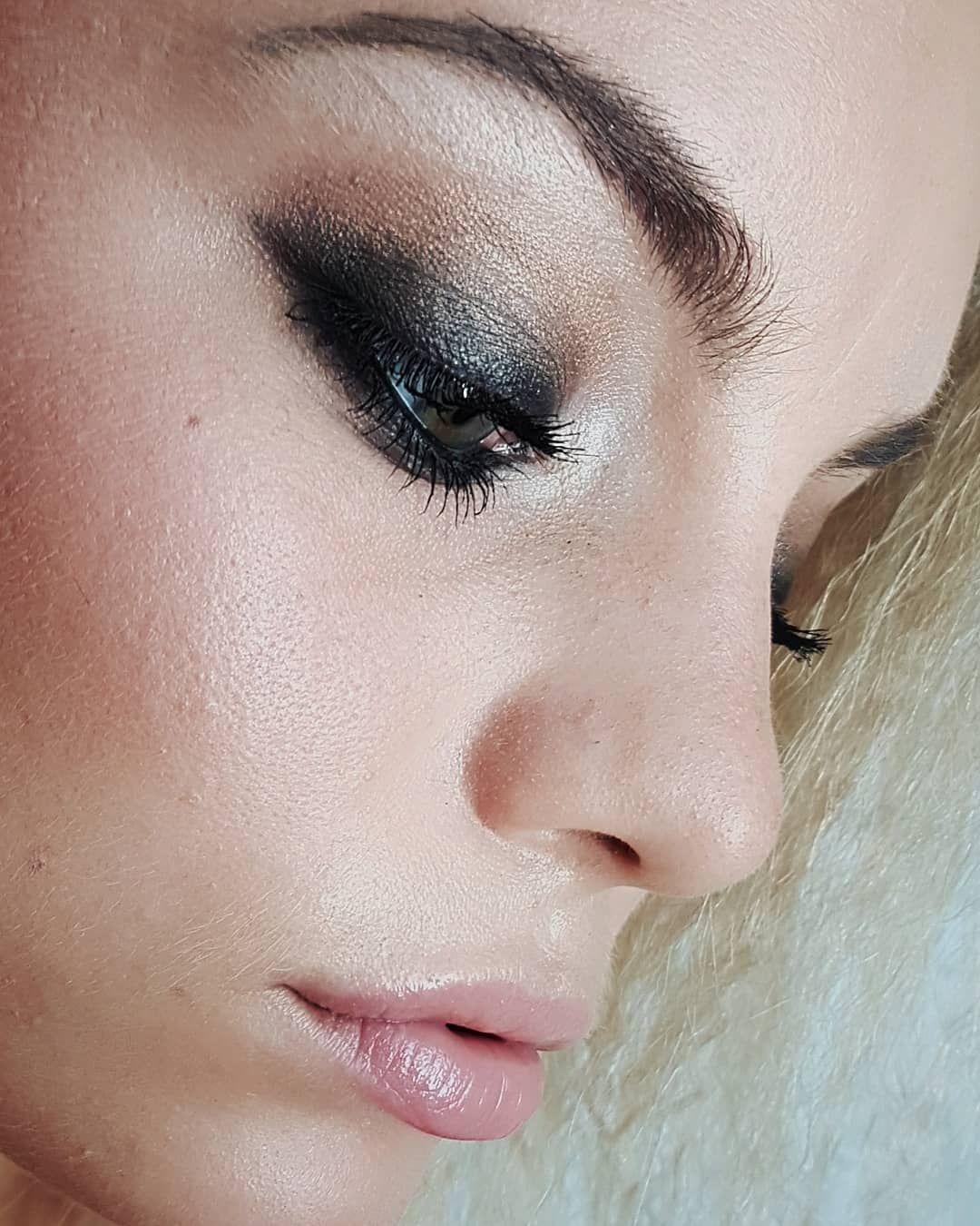 Dark and mysterious     #makeup#makeuplook#mua#dark#mysterious#smokey#smokeyeye#intensive#black#gloss#brows#blonde#hair#crepe#fluffyhair#closeup#makeupmaikki