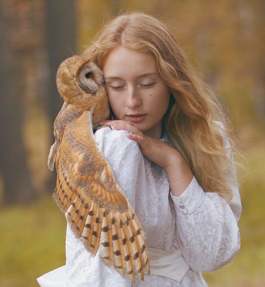 This woman takes photos with wild animals. So Scary!