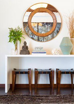 Gloss White Lacquer Console Table With Large Round Mirror With Small Wood Stools With Leather